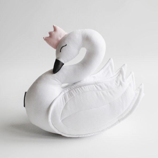 Łabędź biały z różową koroną